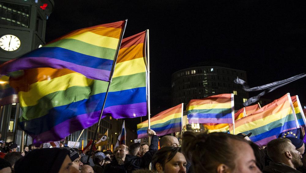 Concentración a favor de los derechos LGTBI en Rusia | EFE